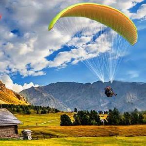 沙巴神山牧場滑翔傘一日遊