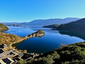 瀘沽湖的美;是抓心的美,放肆的美。